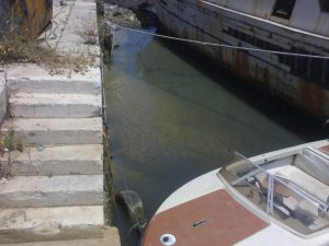 il-fango-ricopre-i-fondali-del-porto-canale