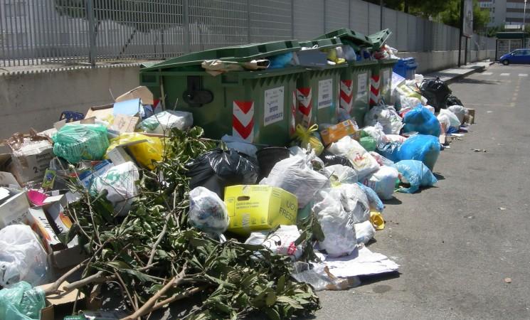Palermo, giro di vite contro l'abbandono dei rifiuti in strada