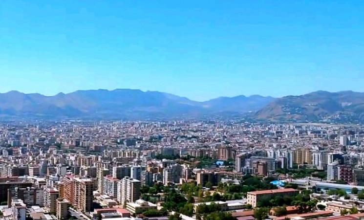 Palermo, approvato il Piano di trasporto con bus scoperti