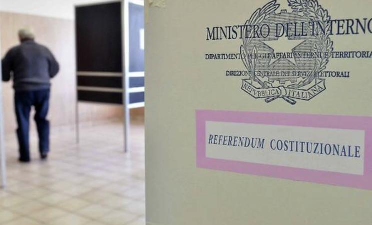 Referendum sul taglio dei parlamentari, un Sì che aiuta la democrazia. Ma per molti è demagogia