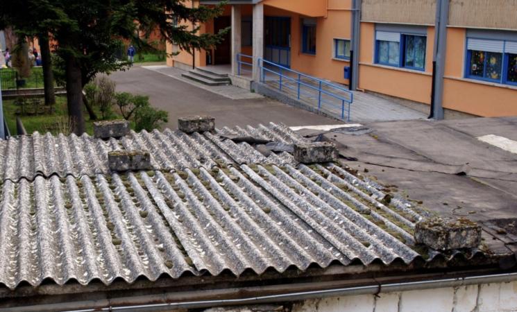 Ritorno a scuola, il virus fa paura e l'amianto no. In Sicilia la fibra-killer in più di seicento istituti