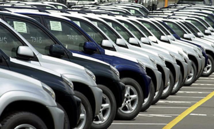 Auto, in Europa si riparte in salita, immatricolazioni in calo storico