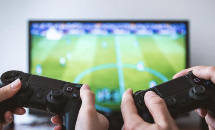 Videogiochi, gli italiani  preferiscono calcio e motori