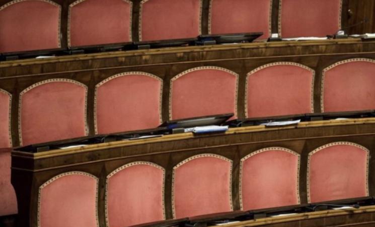 Referendum, il Popolo travolge la Casta. Stravince il Sì. Nelle nuove Camere 345 privilegiati in meno