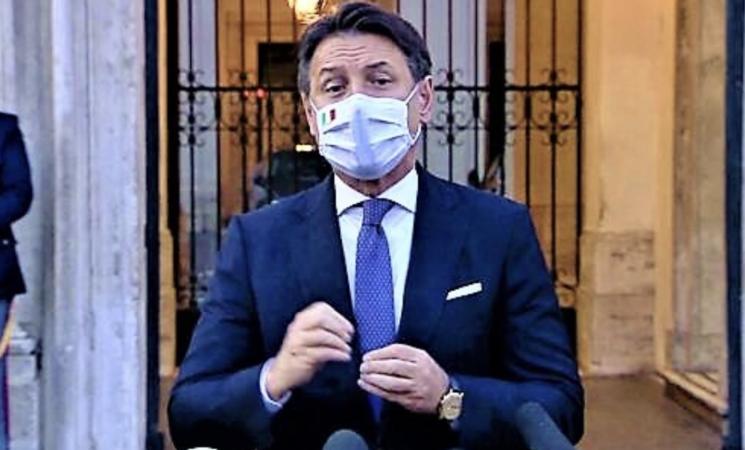 Coronavirus, l'Italia in mascherina, sanzioni e tanti cittadini ligi