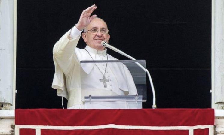 "Papa Francesco: ""Sì alle unioni civili per i gay"""