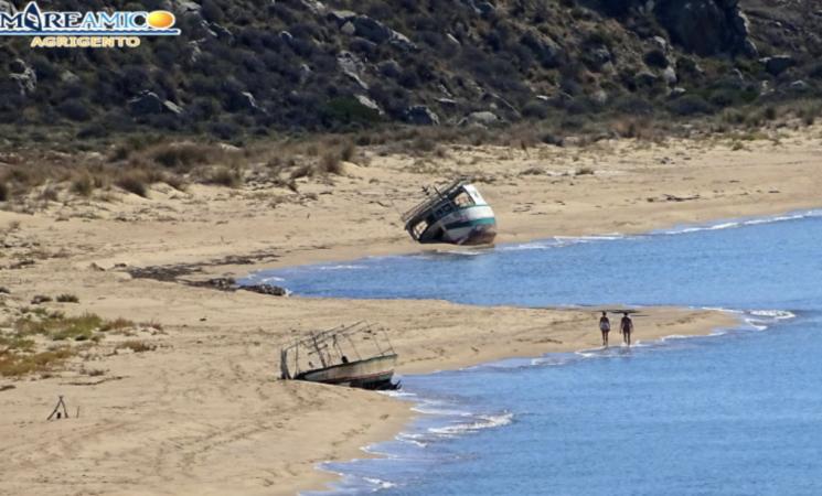 MareAmico, relitti di barche inquinanti nella riserva di Torre Salsa