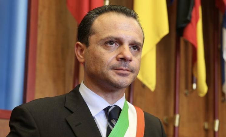 Rifiuti, Messina, Cateno De Luca contro Nello Musumeci