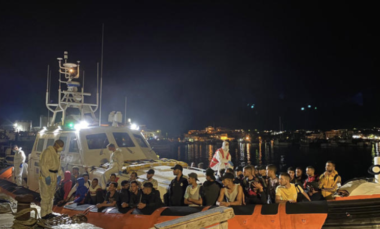 Migranti, arrivi a Lampedusa, trasferiti su nave-quarantena