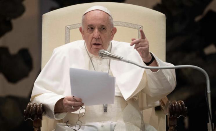 Chiesa, Papa Francesco apre alle unioni civili per i tutti i gay
