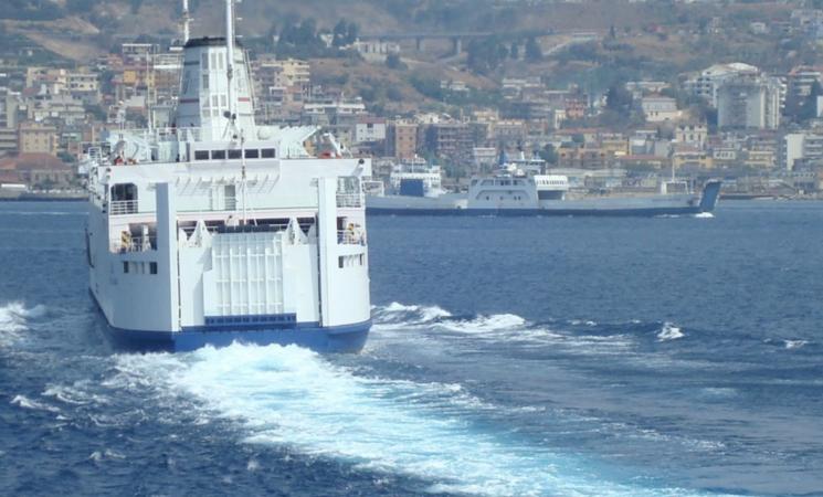 Covid, positivi in nave Caronte, sostituito equipaggio
