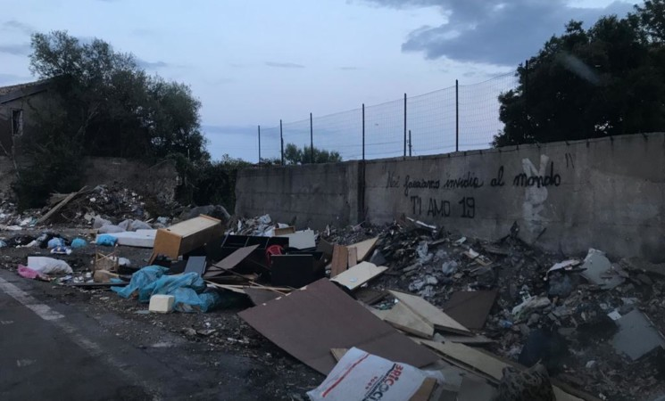 Via Sgroppillo a Catania, una discarica permanente a cielo aperto