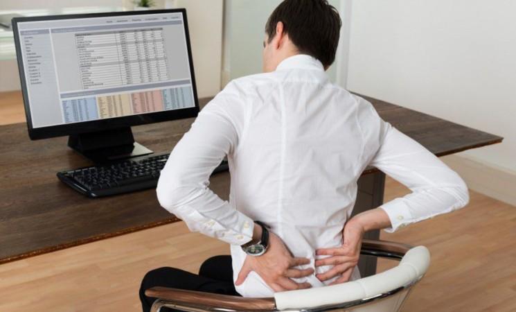 """Postura da smartworking"""", è boom di mal di schiena"""