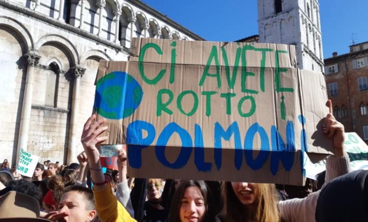 Fridays for future, da Milano a Palermo i giovani tornano in piazza per il clima