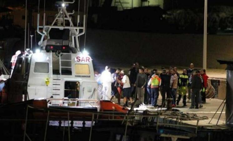 Soccorsi una trentina di tunisini a Lampedusa, anche bimbi