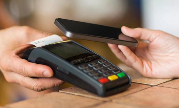 Pagamenti, in Italia sempre meno cash
