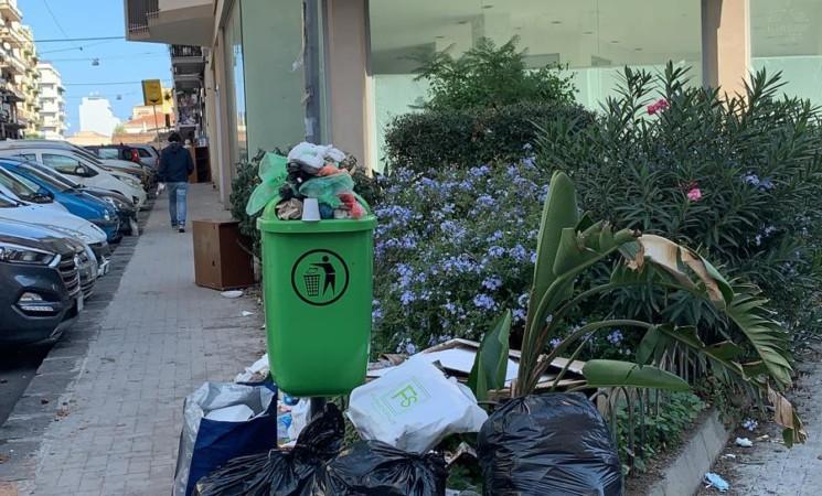 Aiuola o discarica rifiuti? Degrado a Catania V. G. Leopardi/ V. P. Nicola