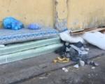 Picanello, il quartiere dei materassi gettati per strada