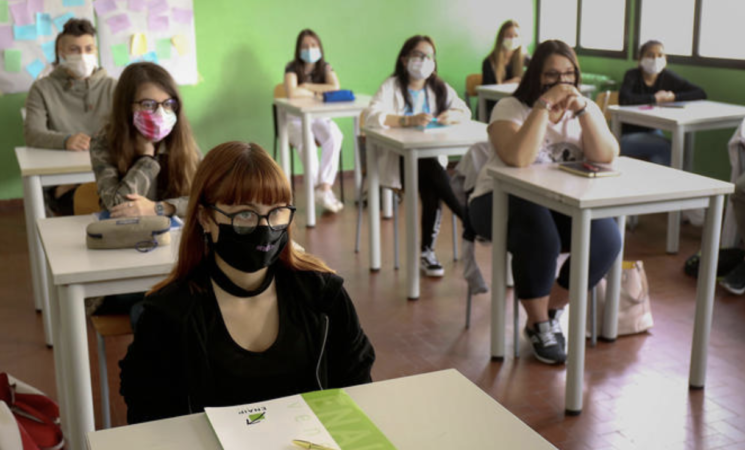 Scuola, mascherine fin da elementari, stop a concorso