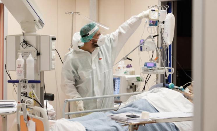 Medici e infermieri, senza vaccino stop a lavoro e stipendio