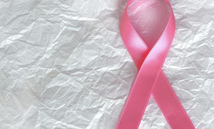 Tumori, in trenta domande  dubbi e paure sulla ricostruzione del seno