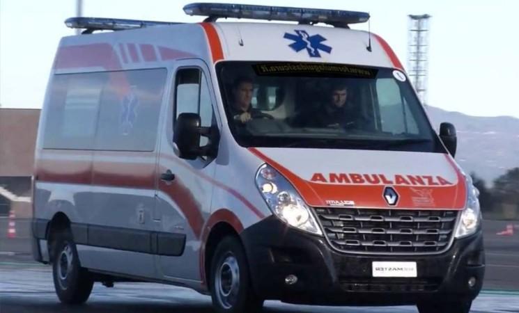 Neonata nasce nell'auto durante il tragitto verso ospedale