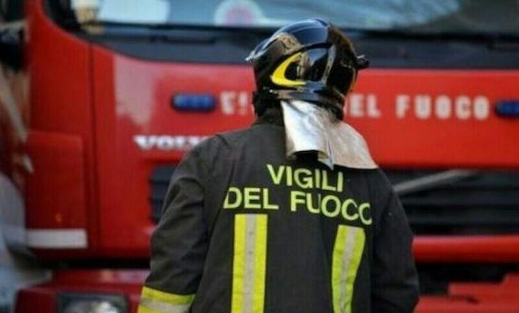 Palermo, crolla il tetto di una scuola media