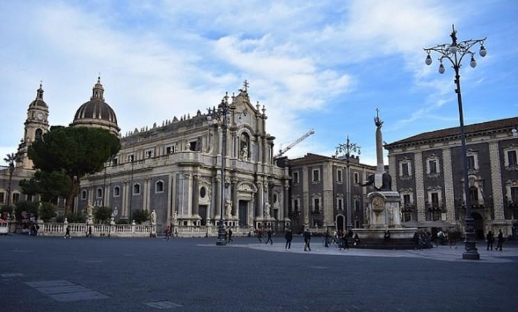 Catania, nuova ordinanza vieta stazionamento in piazza Duomo e San Giovanni Li Cuti