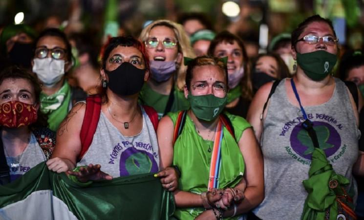 Svolta storica in Argentina legalizzato l'aborto