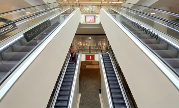 Che senso ha tenere chiusi i centri commerciali? L'appello di 780 mila dipendenti