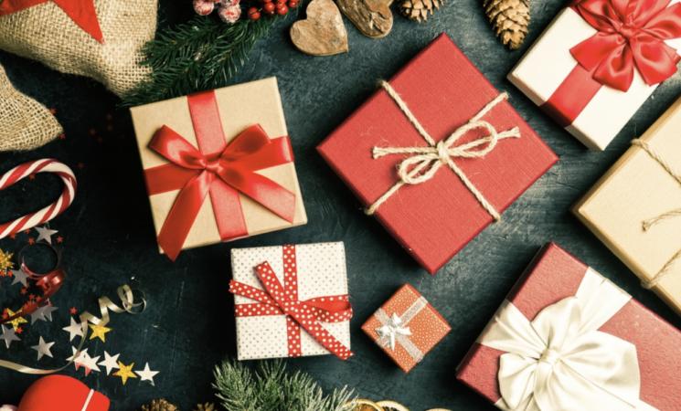 Natale, tra restrizioni e incertezze la spesa per i regali cala del 18%