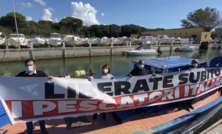 Pescatori trattenuti in Libia, nuove proteste dei familiari