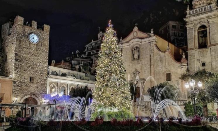 Coronavirus, il Turismo alza bandiera bianca, -2,3% il Pil. Anche in Sicilia un Natale a luci spente