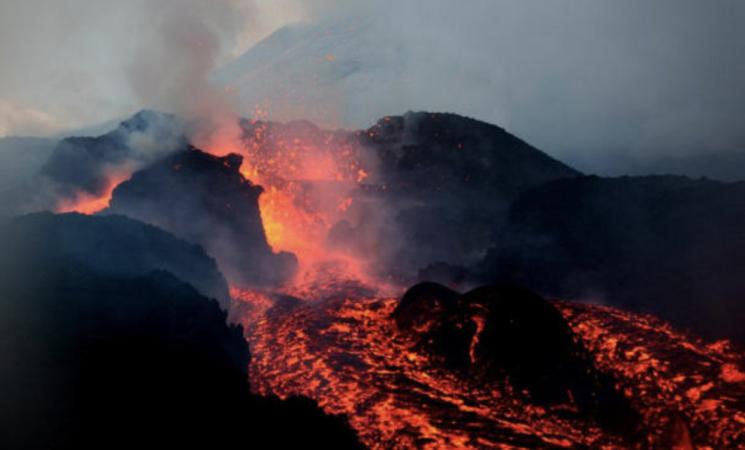 Etna, si intensifica l'attività stromboliana dal cratere Sud-Est