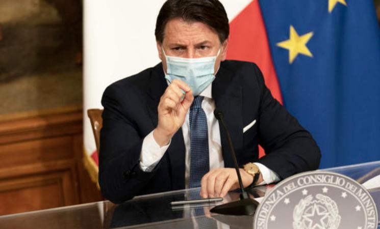 """Coronavirus, Conte chiude l'Italia per le Feste, zona rossa fino all'epifania. """"Decisione sofferta"""""""