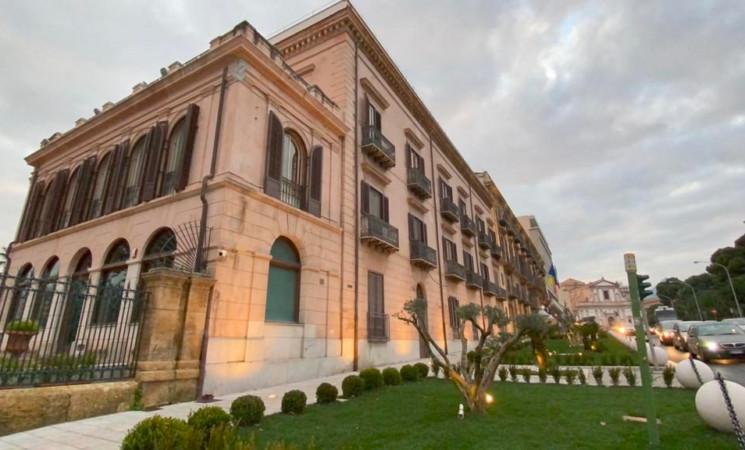 """Tre milioni per aiuola a Palazzo Orléans, il M5s: """"Un sacrilegio"""""""