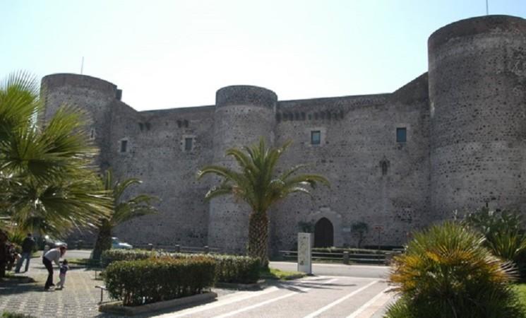 Catania: installati dissuasori anti sosta selvaggia al Castello Ursino