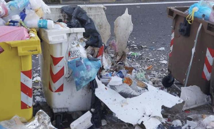 Botti, petardi contro cassonetti, ventenne arrestato a Catania