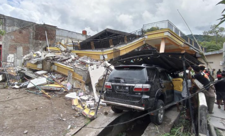Terremoti, forte sisma, di magnitudo 6.2, in Indonesia