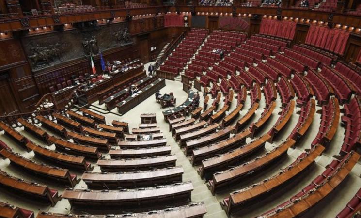 """Crisi, oggi alla Camera il """"mezzogiorno di fuoco"""""""