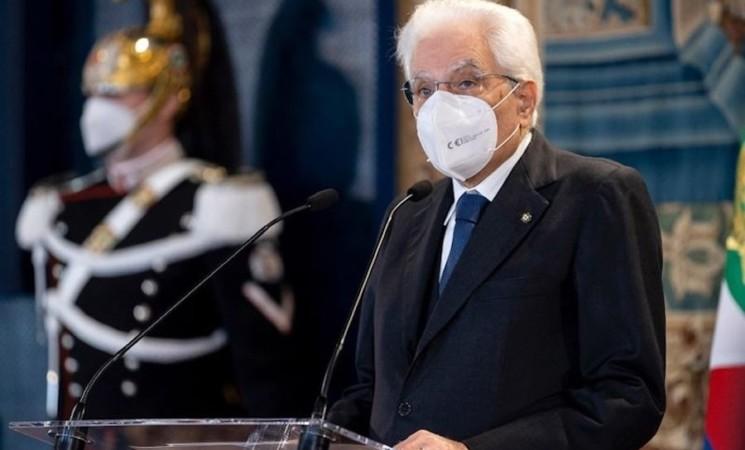 """Mattarella """"riconoscenti a personale sanitario in prima linea"""