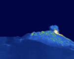 Etna, nella notte getti di lava alti fino a duemila metri