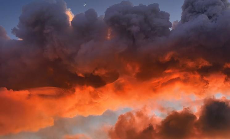 Catania dipinta di rosso. Gli scatti della spettacolare eruzione dell'Etna