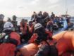 Migranti, sbarcati in 102, in 1.156 in hotspot Lampedusa