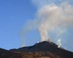 Etna, nuovi eventi parossistici con una piccola colata