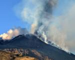 Etna, nuova attività stromboliana, nube di cenere alta sei chilometri