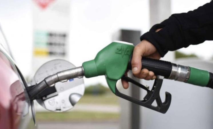 Benzina, in Sicilia superati i 2 euro al litro