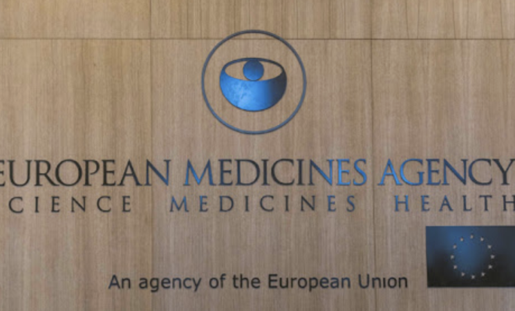 Ema, vaccino AstraZeneca sicuro ed efficace, trombosi non correlate