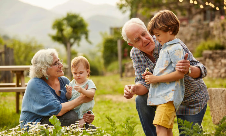 Inps, bonus baby sitter: più del 50% andato ai nonni
