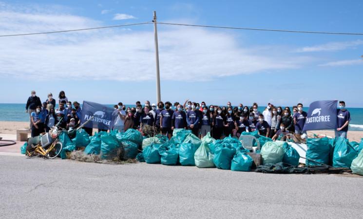 Scoglitti Plastic free, ripulita la spiaggia di Kamarina